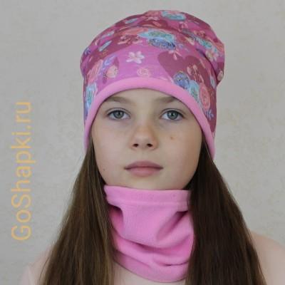 """Шапка демисезонная с флисовой подкладкой """"Цветочки на лиловом-Розовый флис"""""""